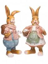 Декоративная фигура Зайцы коричневые в костюмчиках 25 см