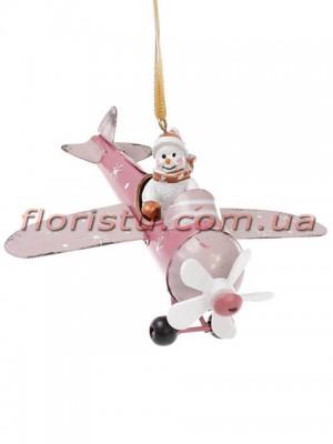 Новогодняя металлическая подвеска Самолет со снеговиком в розовом 12,5 см