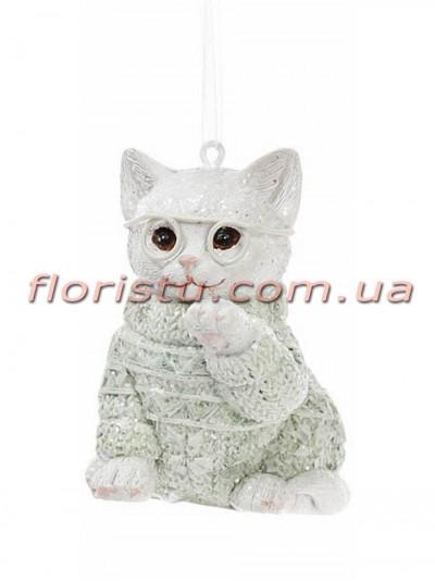 Статуэтка-подвеска из полистоуна Котик в свитере нежно-зеленом 6,5 см