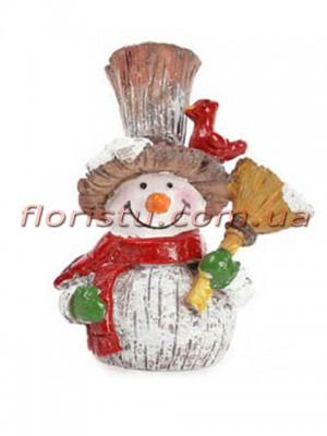 Новогодняя фигурка полистоун Снеговик с птичкой и веником 7,5 см
