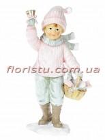 Новогодняя статуэтка из полистоуна Мальчик с корзинкой 13 см