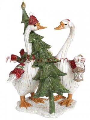 Декоративная статуэтка из полистоуна Гуси Рождественские с ёлкой 20 см