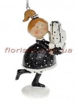 Декоративная подвесная фигурка Девочка с подарками 11,5 см №1