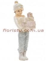 Декоративная новогодняя статуэтка Мальчик с подарками 11 см