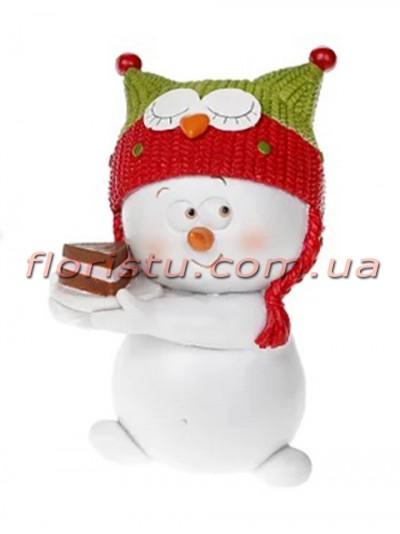 Новогодняя фигурка-подвеска полистоун Снеговик в шапочке-сове 8 см