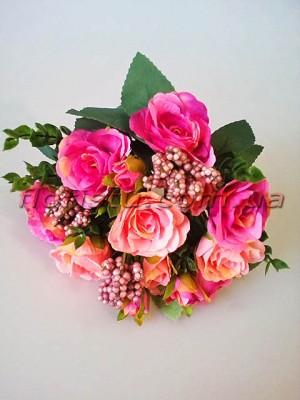 Букет из персикововых и малиновых роз с добавками