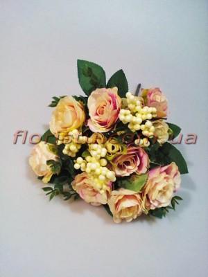 Букет из кремово-сиреневых роз с добавками