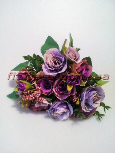 Букет из сиренево-фиолетовых роз с добавками