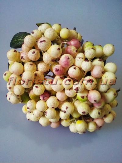 Букет из ягод искусственных кремовых с румянцем 5 веток 28 см